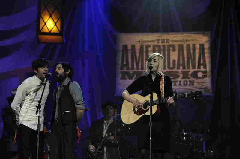New Artist of the Year nominee Jessica Lea Mayfield is backed by Group of the Year winners The Avett Brothers.