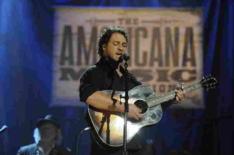 Amos Lee performs during the awards show.