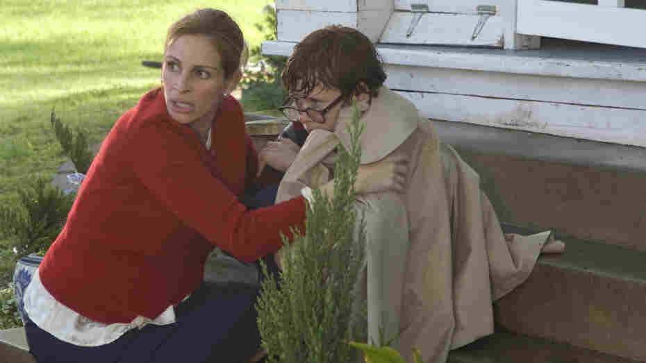 Constant 'Garden'-er: A diligent mom (Julia Roberts, with Cayden Boyd) struggles to hold together a family dominated by an overbearing father and rocked over the years by conflict and tragedy.