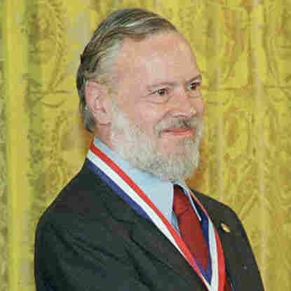 Dennis Ritchie at the 1999 ceremony when he received the National Medal of Technology from President Clinton.