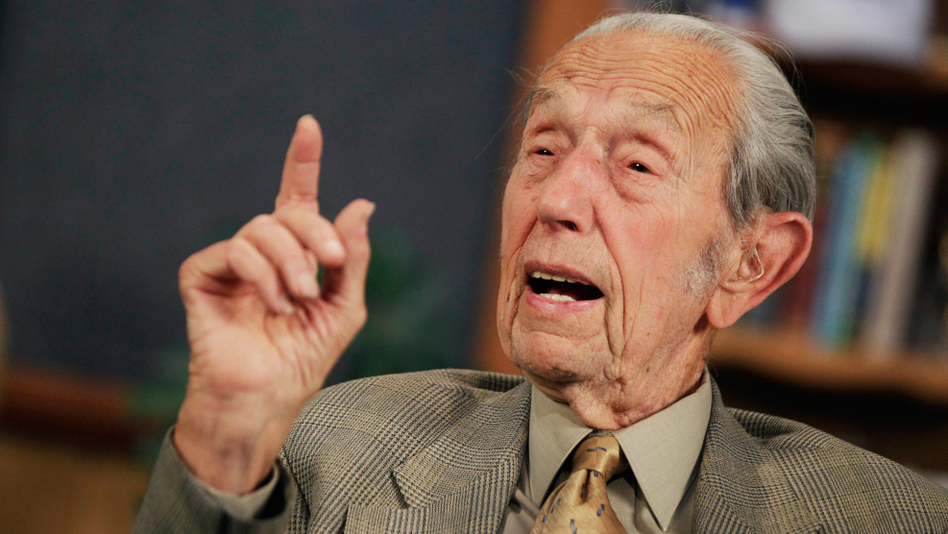 <p>Harold Camping speaks during a May 23, 2011, taping of his radio show <em>Open Forum </em>on the Family Radio Network.</p>