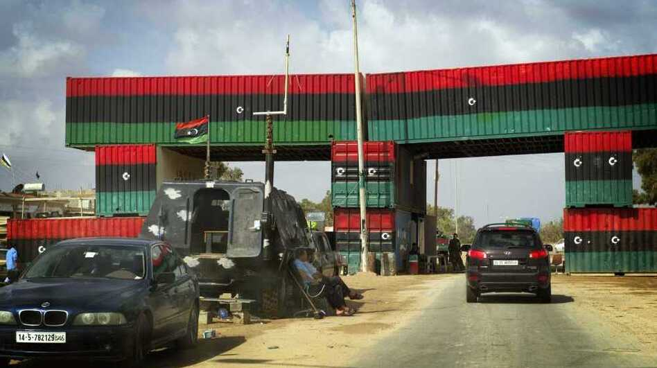 <p>A check point between Misrata and Beni Walid, Libya.</p>
