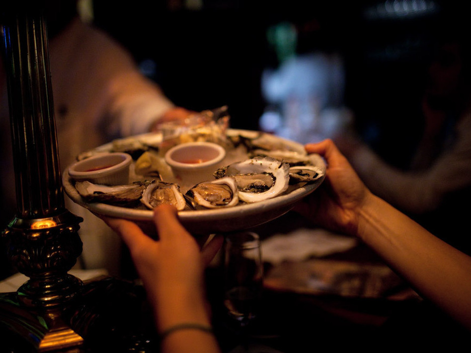 <p>Late night oysters may be discounted, but they're usually no less fresh than oysters served at any other hour.</p>
