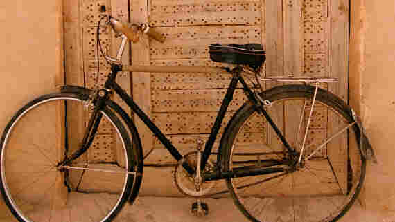 A bicycle parked aga