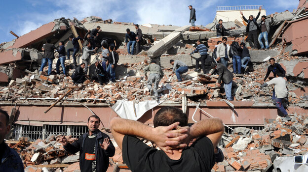 A major earthquake collapsed several buildings in eastern Turkey, trapping an unknown number citizens under debris in Van Province.