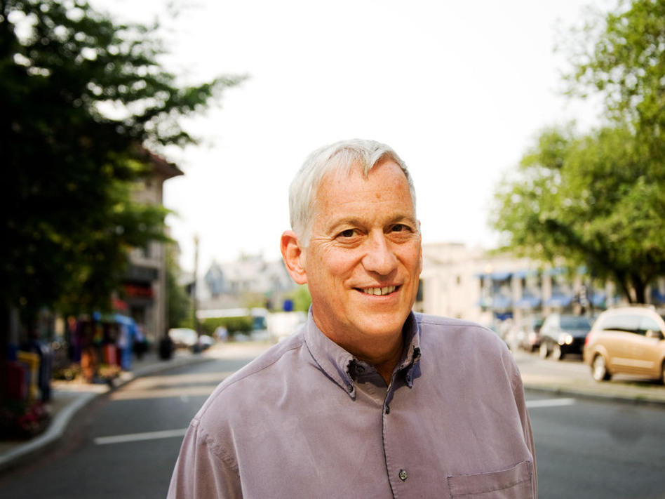 Walter Isaacson is president and CEO of The Aspen Institute. His other books include Einstein: His Life and Universe; Benjamin Franklin: An American Life, and Kissinger: A Biography.  ( )
