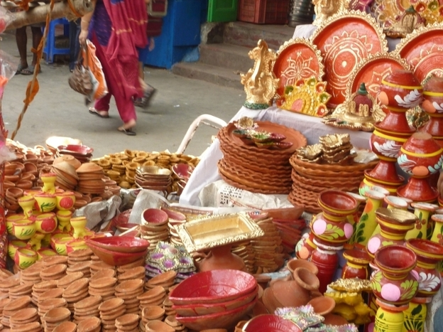 <p>Clay lamps, used to celebrate Diwali, are for sale at a market in Calcutta. </p>