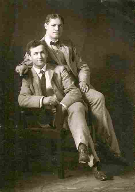 Theodore Hardeen (right) poses with brother Harry Houdini around 1901. Although Hardeen was the less famous brother, he was also an escape artist who continued to perform many of Houdini's routines after his brother's death.