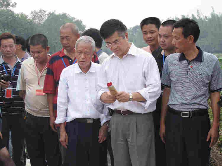 Locke makes offerings at the family grave in Jilong, his ancestral village in southern China's Guangdong province. Such a gesture will also serve to quiet Internet critics who accuse him of forgetting his ancestors.
