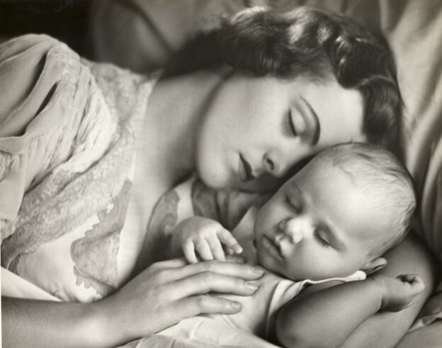 A 1950s photo of a mother and child sleeping in bed.