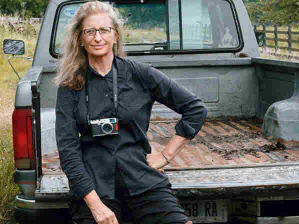 In 2000, the Library of Congress declared Annie Leibovitz to be a Living Legend. Leibovitz lives in New York with her three children.