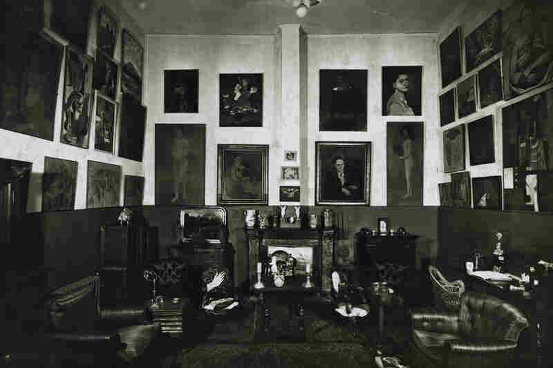The Steins hosted salons in their apartments and introduced friends and friends of friends to avant-garde art. The small apartment was also a place where the artists could meet, and be influenced by one another. After a decade of collecting art with his sister, Leo Stein moved from Paris to Italy in 1914.