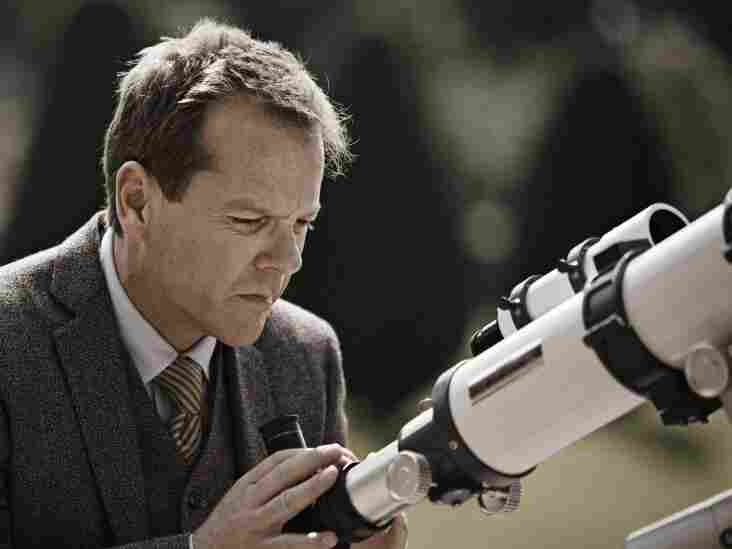 A Near Miss? Justine's level-headed brother-in-law John (Kiefer Sutherland) predicts that a rogue planet that seems to be on a collision course will in fact barely miss Earth.