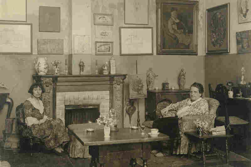 Gertrude Stein remained at 27 Rue de Fleurus, where she lived with her partner, Alice Toklas (left). Toklas moved to Paris from San Francisco in 1907. They continued the tradition of the Saturday salons and are shown in a 1922 photograph by Man Ray.