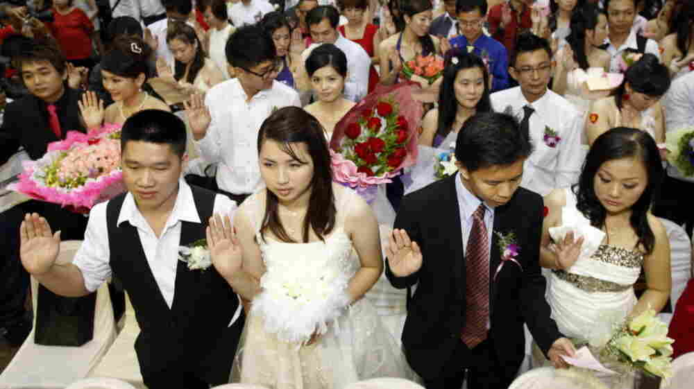At the Hokkien Association building in Klang, outside Kuala Lumpur, Malaysia, today, more than 300 brides and grooms got married in a mass ceremony to take advantage of the date.