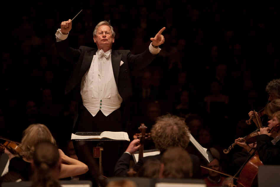 Sir John Eliot Gardiner conducts Orchestre Revolutionnaire et Romantique performing Beethoven's Egmont Overture, the opening piece at an all Beethoven concert at Carnegie Hall.