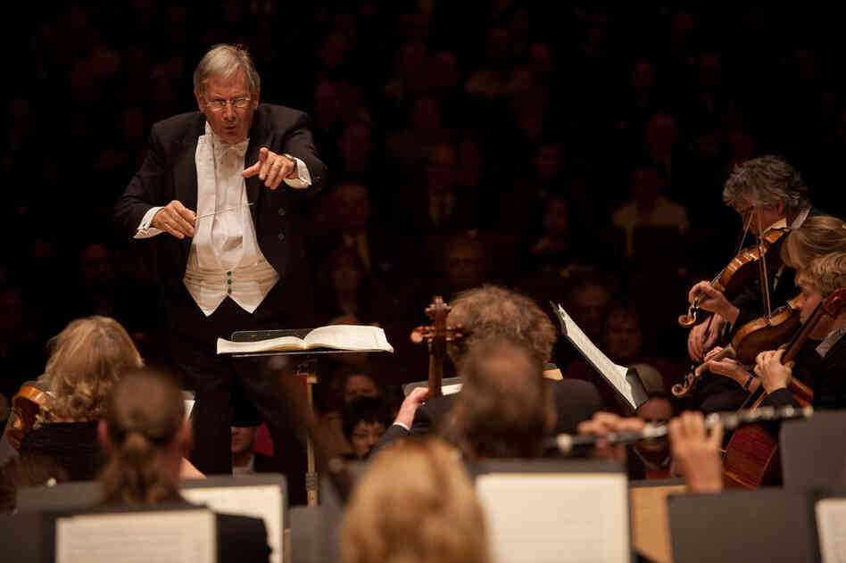 Gardiner conducts the dramatic Egmont Overture by Beethoven.