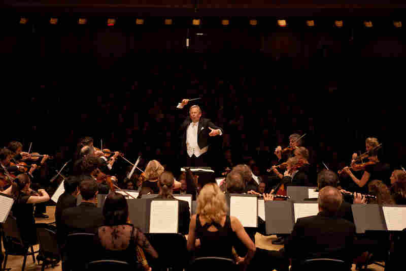 Gardiner conducts Beethoven's Symphony No. 7 at Carnegie Hall.