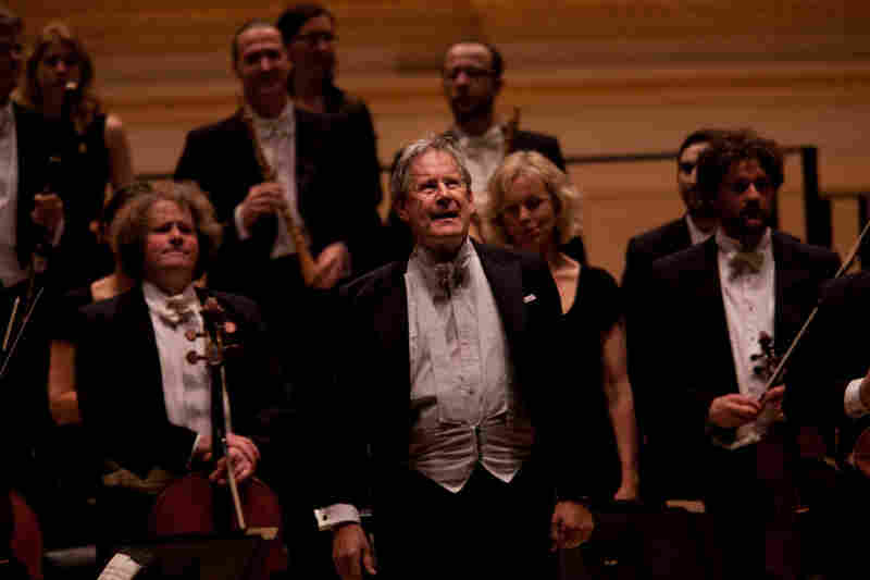 A full house at Carnegie Hall gives Gardiner and his Orchestre Revolutionnaire et Romantique a standing ovation after hearing an all Beethoven concert that included the symphonies 5 and 7.