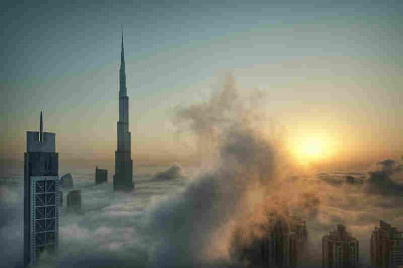 Every year around the month of October, Dubai experiences heavy fog due to the still-high humidity and the falling temperatures. With all the new high-rise buildings ... this provides a great photographic opportunity.