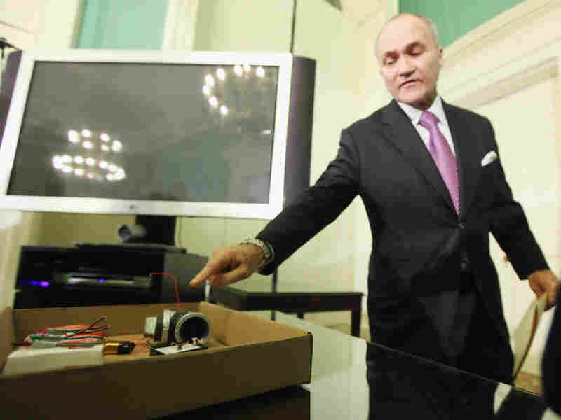 """New York Police Commissioner Ray Kelly points to pieces of a pipe bomb confiscated from alleged """"lone wolf"""" terrorist Jose Pimentel at a City Hall news conference on Sunday in New York City."""