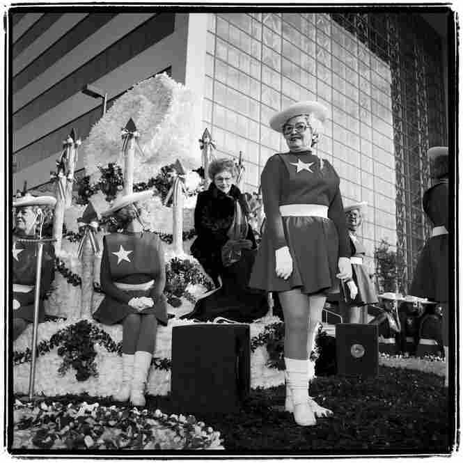 Gussie Nell Davis, Cotton Bowl Parade, 1990