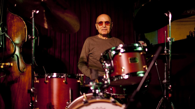 Paul Motian at the Village Vanguard in May 2011, on a night he performed with saxophonist Mark Turner. (johnrogersnyc.com)