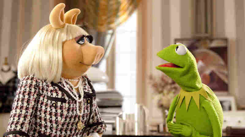 Who, Moi? With a telethon planned to help save the theater, Kermit tries to convince Miss Piggy to give up her Paris fashion-editor job and return to the stage.