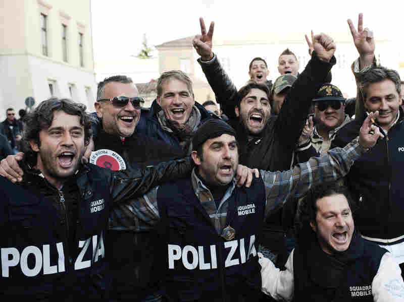 Italian policemen celebrated Wednesday outside police's headquarters in the town of Caserta following the arrest of Michele Zagaria, the boss of the Casalesi clan.