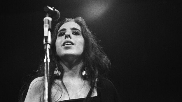 Laura Nyro performs at the Monterey Pop Festival in 1967. (Getty Images)
