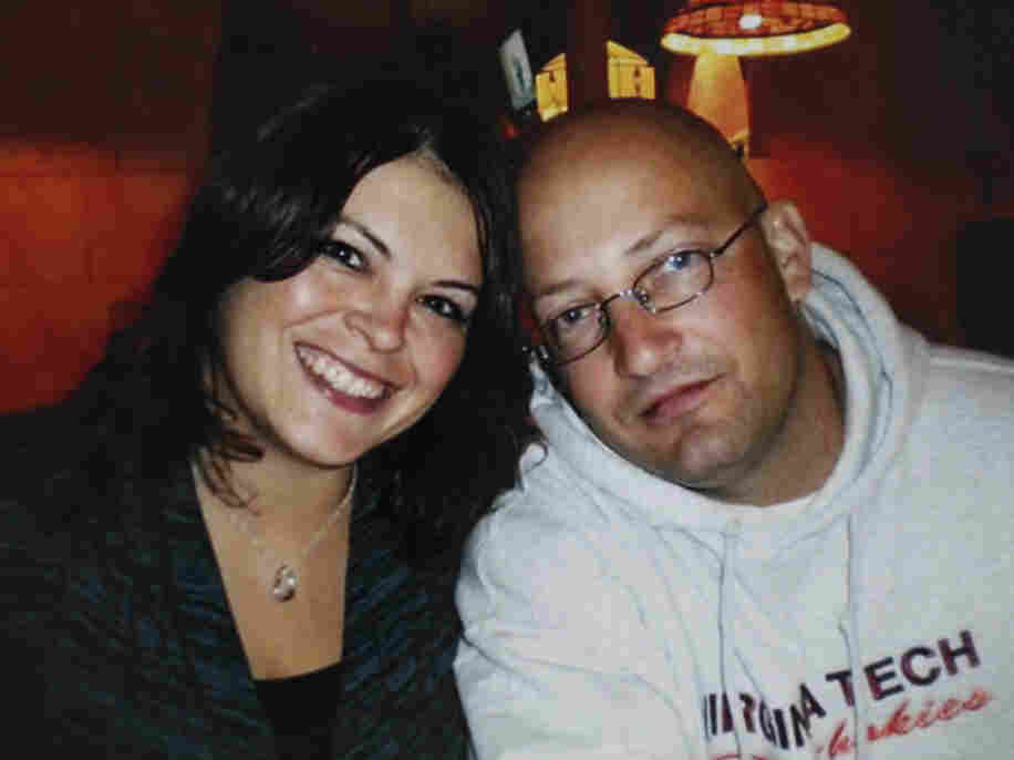 A 2009 family photo of officer Deriek Crouse and his wife Tina.