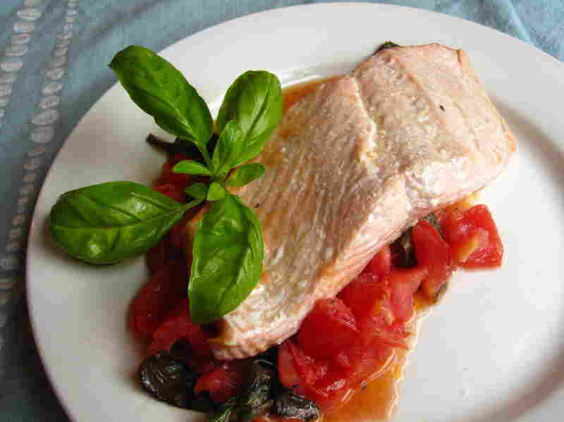 Salmon fillets in basil sauce.