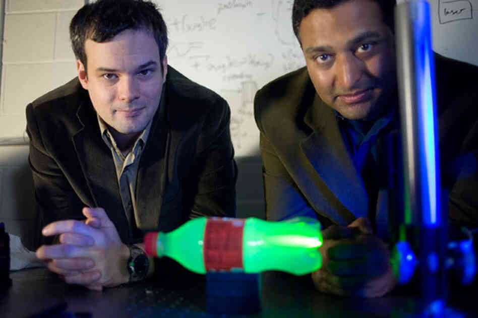 MIT Media Lab postdoc Andreas Velten, left, and Associate Professor Ramesh