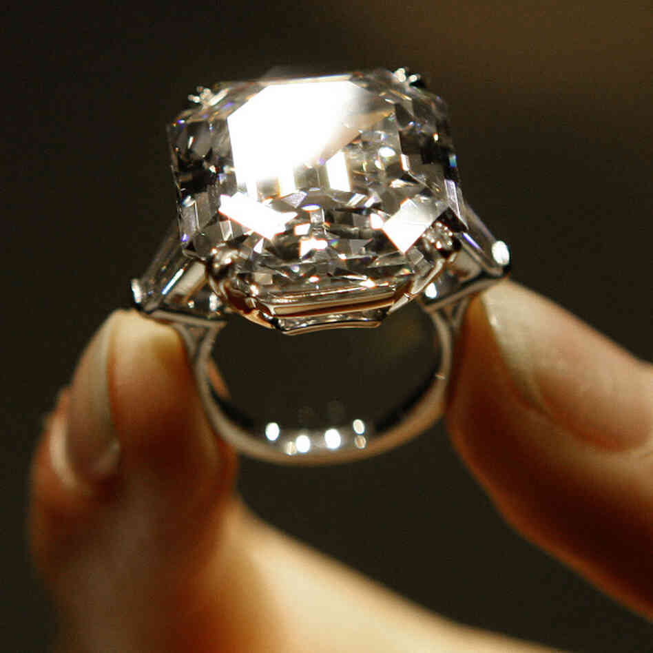 The 'Elizabeth Taylor Diamond' is 33.19 carats.