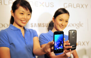 Models hold the new Samsung