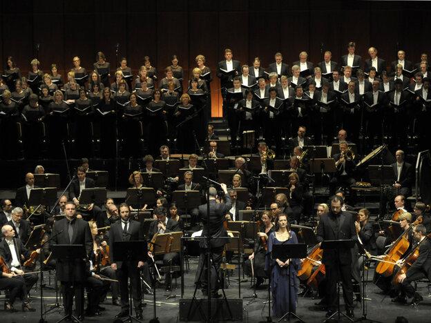 """""""Pecheurs de Perles"""" premieres at the the Deutsche Oper."""