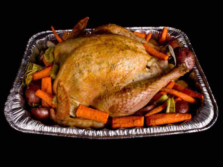 Beware of throw-away aluminum roasting pans, burn doctors say.