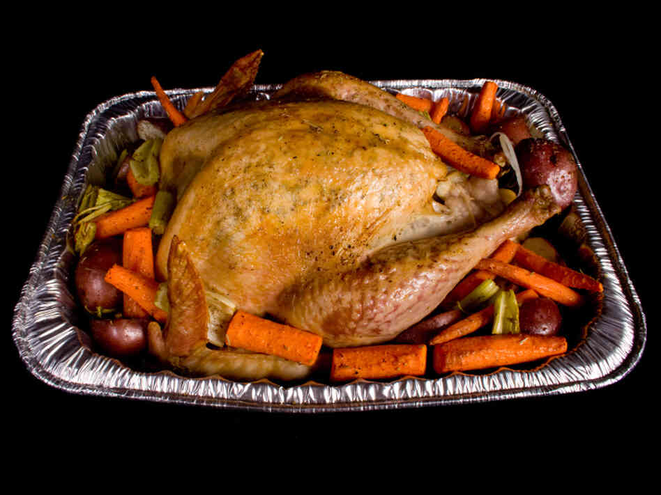 Beware of throw-away aluminum roasting pans, burn doctors say.