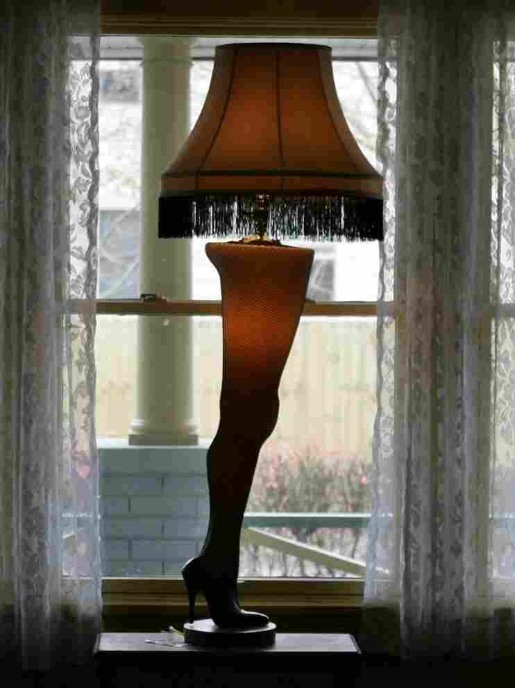 The lamp featured in A Christmas Story still stands in the Cleveland home used in the shooting of the classic holiday movie.