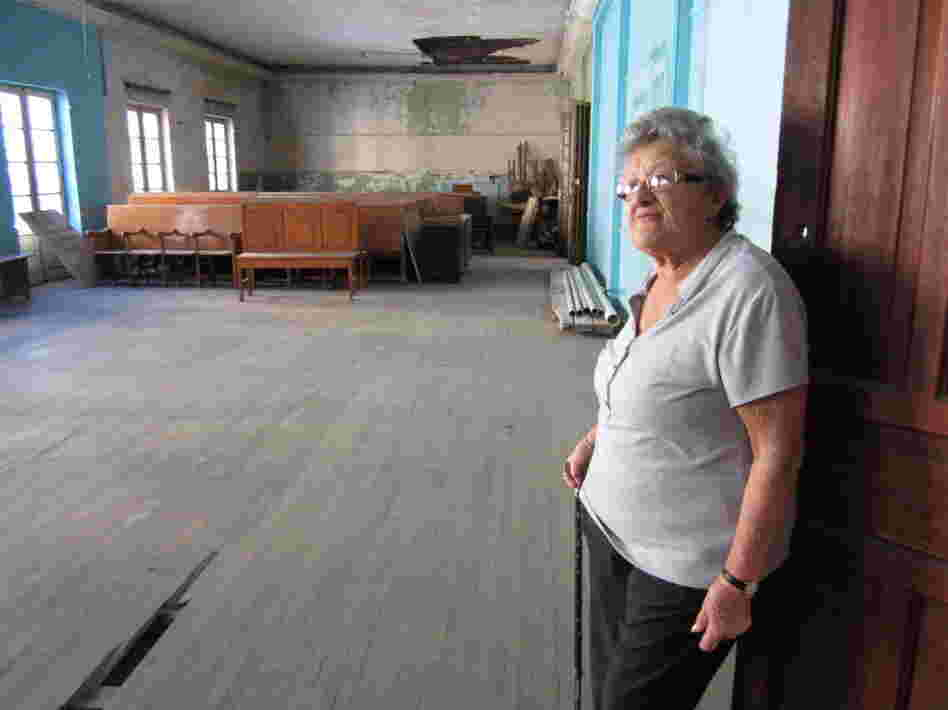 Dora Schmidt, 87, stands in the old temple restaurant on Justo Sierra street, where Motele and Etel Shlejter served their legendary food. Schmidt's wedding was catered by the Shlejters some 65 years ago.