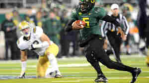 Quarterback Darron Thomas of the Oregon