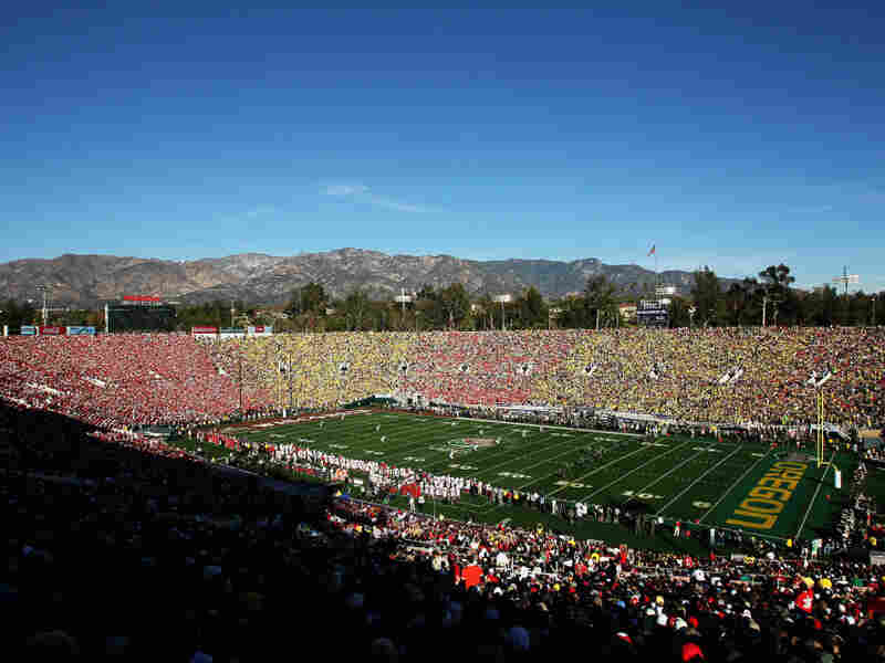 In the Rose Bowl Monday, Oregon defeated Wisconsin, 45-38. And later that night, No. 3 Oklahoma State beat No. 4 Stanford, 41-38. But despite those wins, neither team has a chance to win the BCS championship.