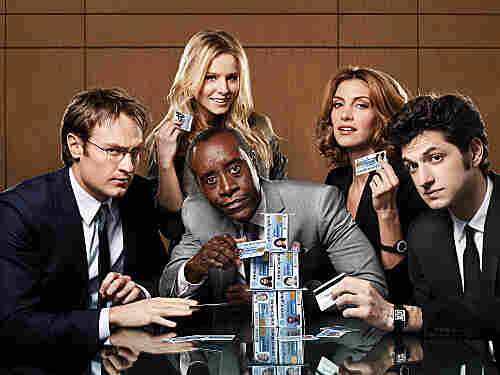 In House of Lies, Don Cheadle and Kristen Bell play management consultants who are willing to do whatever it takes to get a deal finished.