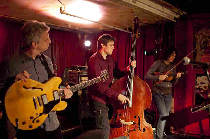 Bassist Ben Allison (center) played an all-strings trio lineup with Steve Cardenas on guitar and Jenny Scheinman on violin.