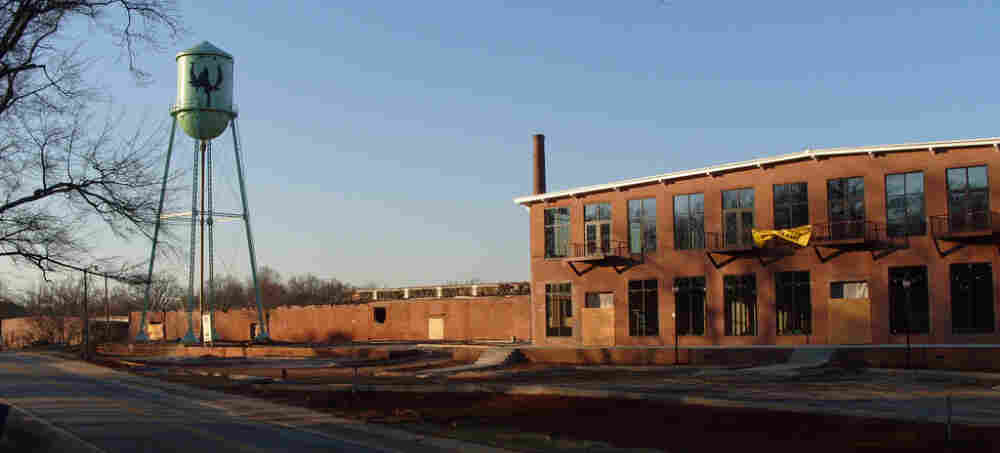 Woodside Cotton Mill in Simpsonville, SC employed 622 people early in 1988. In 1989, the mill closed. It was recently converted into condominiums.