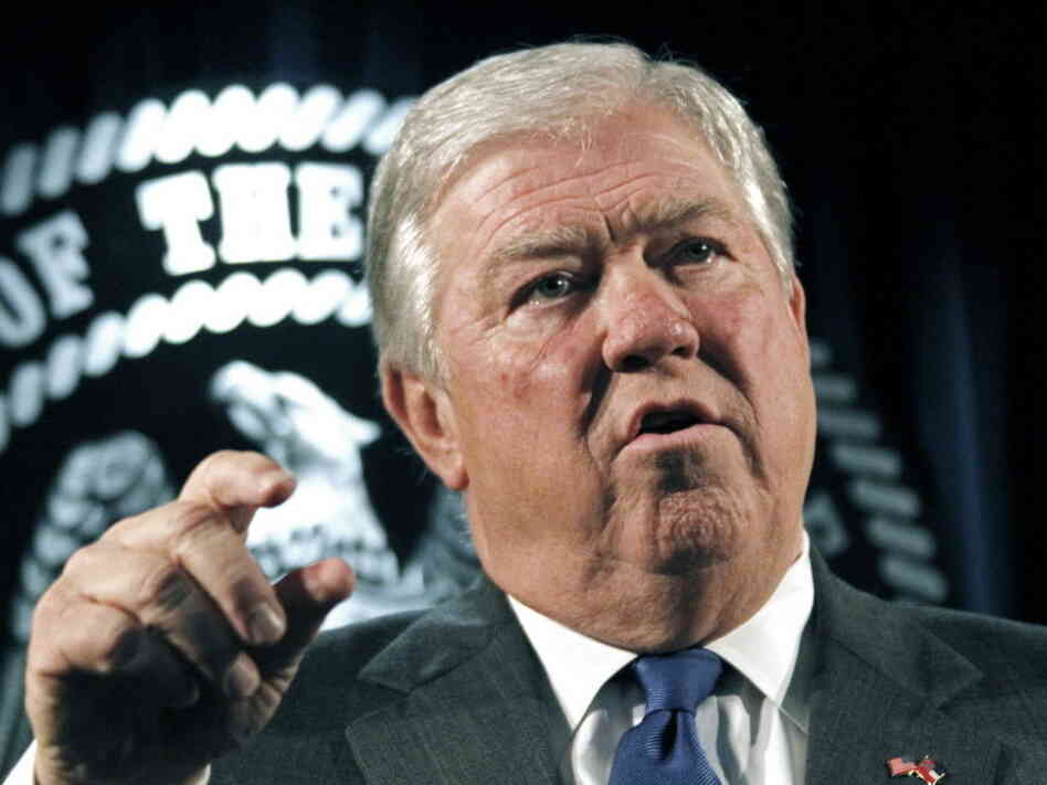 Former Mississippi Gov. Haley Barbour (R).
