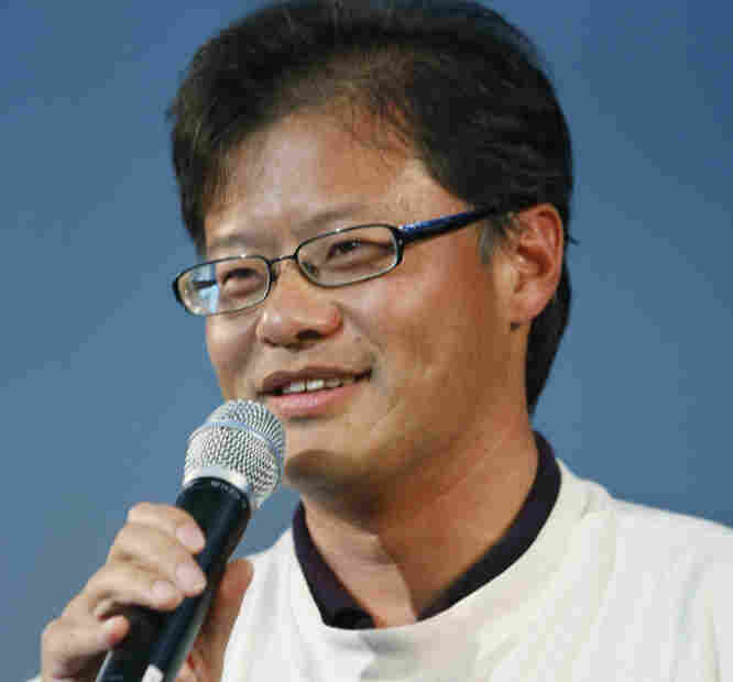 Yahoo co-founder Jerry Yang speaks during Yahoo's 15th birthday party in 2010.