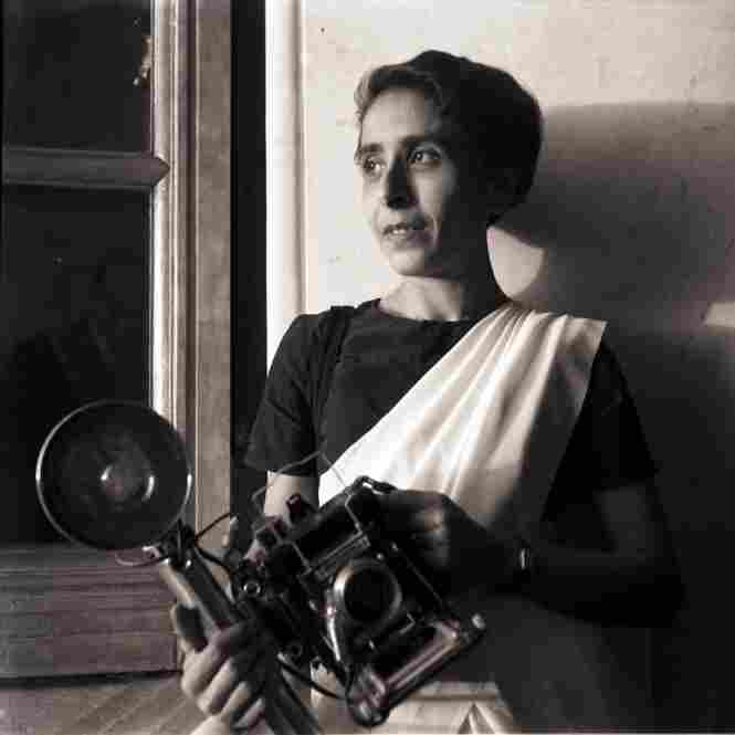 Homai Vyarawalla with her wooden Pacemaker Speed Graphic camera.
