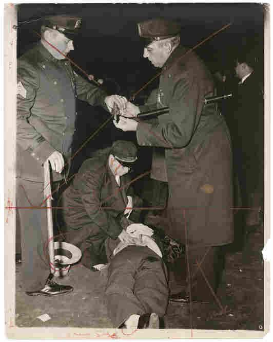 Hold up man killed, Nov. 24, 1941