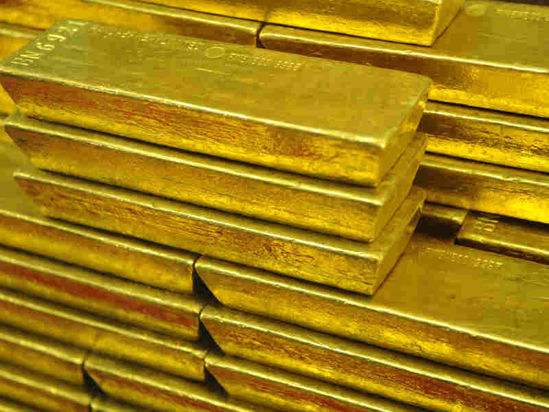 If president, Newt Gingrich says he would appoint a monetary policy commission to reconsider returning to the gold standard.